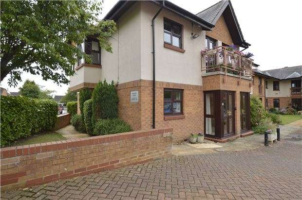2 Bedrooms Flat for sale in Rectory Court, Churchfields, Bishops Cleeve, GL52 8LJ