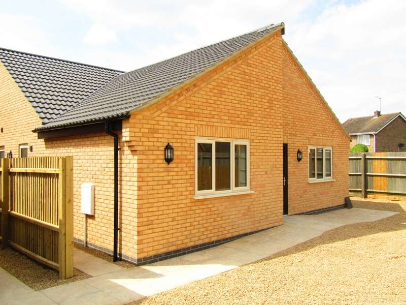 3 Bedrooms Bungalow for sale in Drybread Road, Whittlesey, PE7