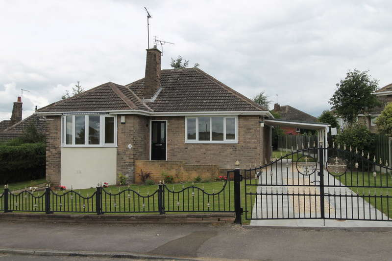 2 Bedrooms Detached Bungalow for sale in Wayland Avenue, Worsbrough, Barnsley, S70 5AH