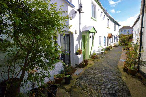 1 Bedroom Terraced House for sale in Market Street, Buckfastleigh, Devon