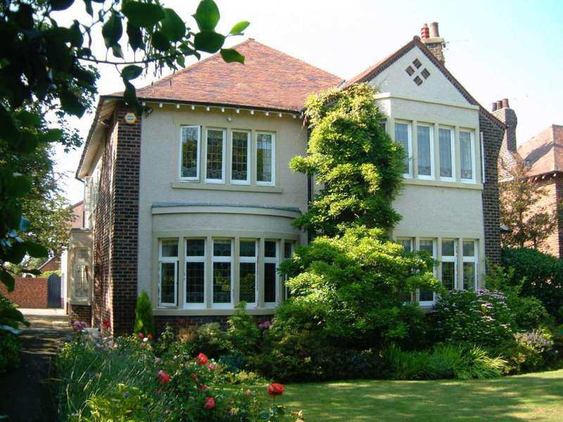 6 Bedrooms Detached House for sale in St Annes Road East, St Annes