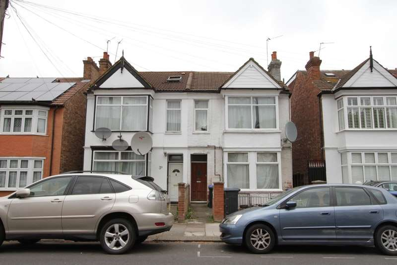 2 Bedrooms Maisonette Flat for sale in Central Road, Wembley, Middlesex, HA0