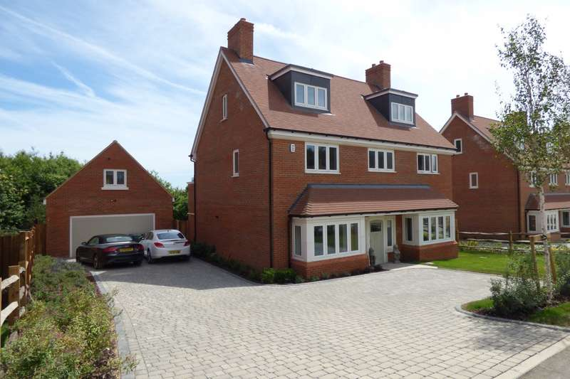 5 Bedrooms Detached House for sale in Brackenwood, Kings Drive, Midhurst, GU29
