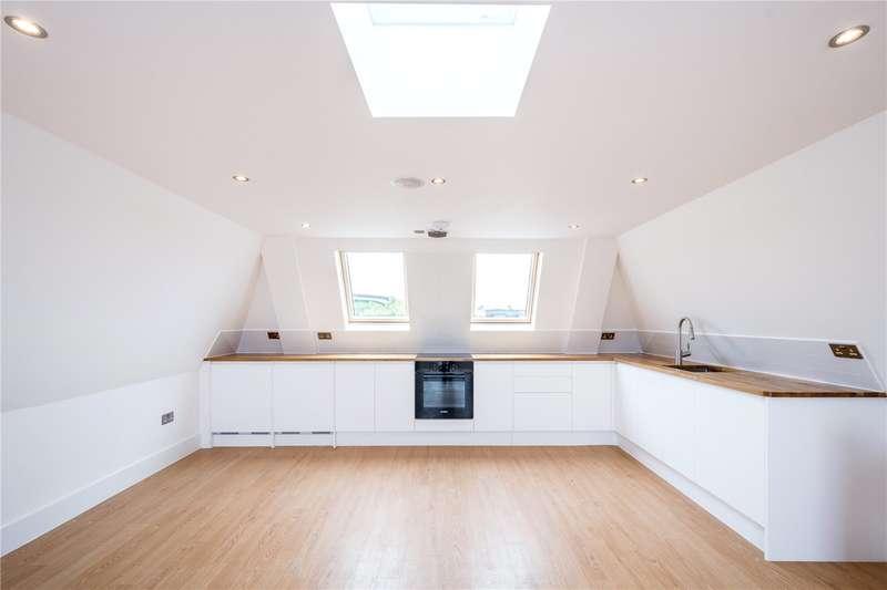 2 Bedrooms Flat for sale in Tollington Road, London, N7