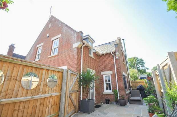 3 Bedrooms Semi Detached House for sale in School Lane, WIMBORNE, Dorset
