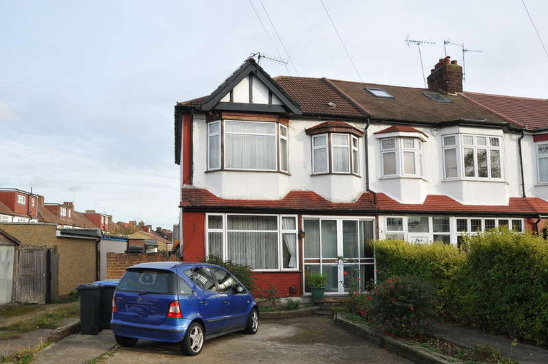 4 Bedrooms End Of Terrace House for sale in Firs Lane, Palmers Green, London, N13