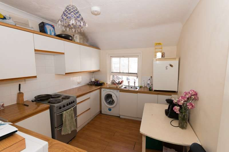 2 Bedrooms Flat for sale in Queens Road, Hastings, East Sussex, TN34