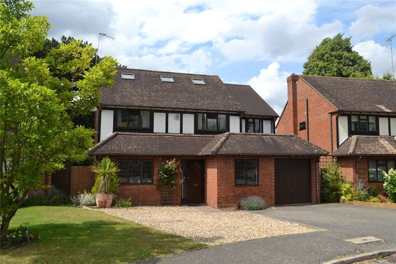 5 Bedrooms Detached House for sale in Hollybush Close, Watford, Hertfordshire, WD19