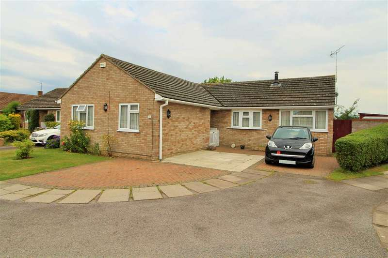 3 Bedrooms Bungalow for sale in Hobbs Drive, Boxted, Colchester