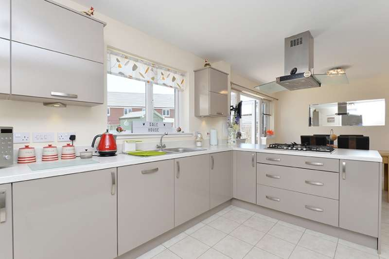 4 Bedrooms Detached House for sale in Springfield Crescent, Armadale, West Lothian, EH48 3GF
