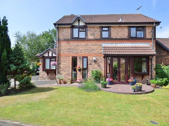 4 Bedrooms Detached House for sale in Ward Close, Great Sankey, Warrington