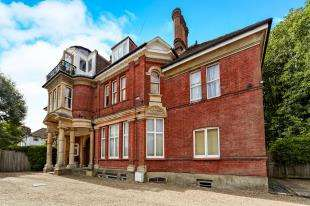 3 Bedrooms Flat for sale in Sherwood Oaks, 13 Frensham Road, Kenley, Surrey