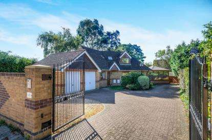 4 Bedrooms Detached House for sale in Hamble Lane, Bursledon, Southampton