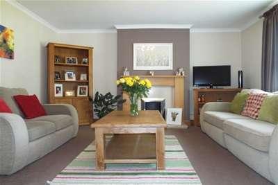 3 Bedrooms Flat for rent in Birdston Road, Milton of Campsie, G66