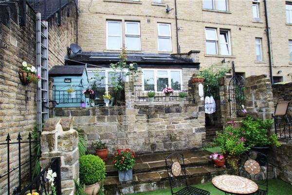 2 Bedrooms Terraced House for sale in Canal Road, Sowerby Bridge