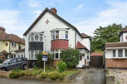 2 Bedrooms Semi Detached House for sale in Chestnut Avenue, West Wickham
