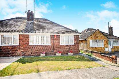 2 Bedrooms Bungalow for sale in Haydon View Road, Haydon Wick, Swindon, Wiltshire