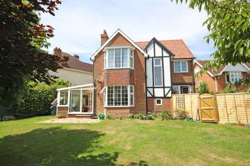 4 Bedrooms Detached House for sale in Dilly Lane, Barton On Sea, New Milton