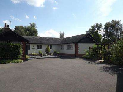 4 Bedrooms Bungalow for sale in Stubbs Lane, Lostock Gralam, Northwich, Cheshire