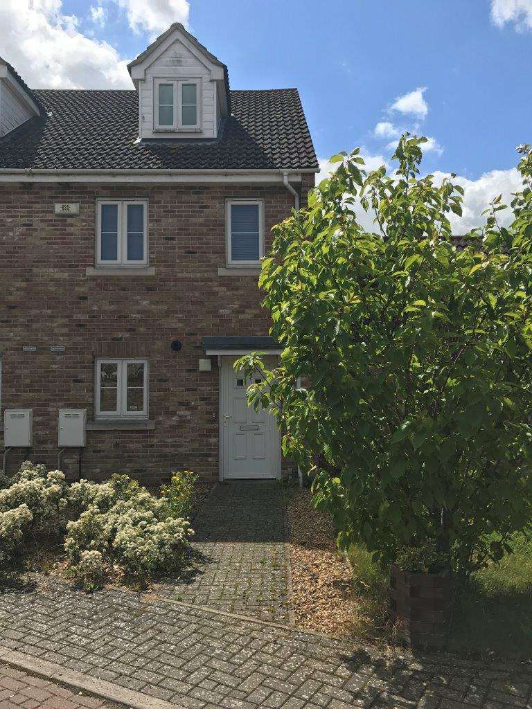 3 Bedrooms Terraced House for sale in Willow Tree Close, Chatteris, Cambs, PE16 6FA