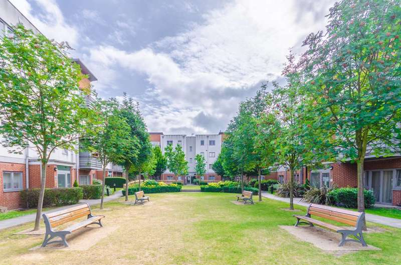 2 Bedrooms Flat for sale in Cannock Court, Hawker Place, Walthamstow, E17