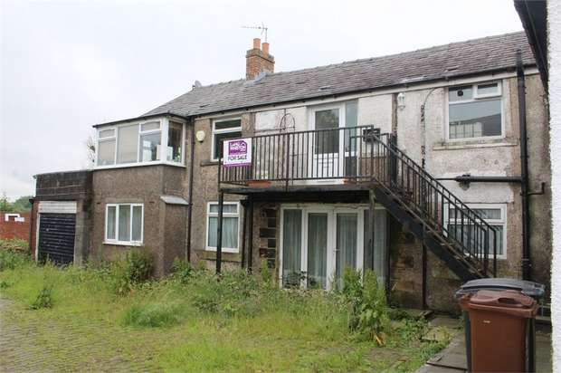 2 Bedrooms Flat for sale in Thornham Old Road, Royton, Oldham, Lancashire