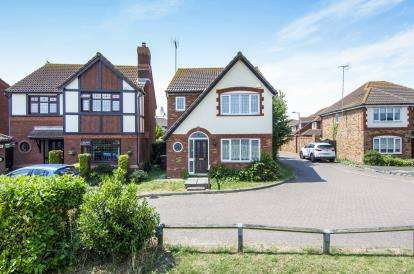 3 Bedrooms Detached House for sale in Brandon Groves, South Ockendon, Essex