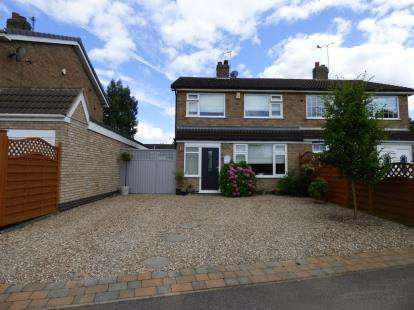 3 Bedrooms Semi Detached House for sale in Countrymans Way, East Goscote, Leicester, Leicestershire