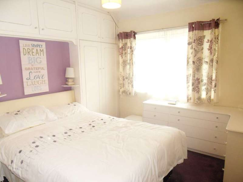 3 Bedrooms Semi Detached House for sale in Bradford Road, Brighouse, HD6 4ED