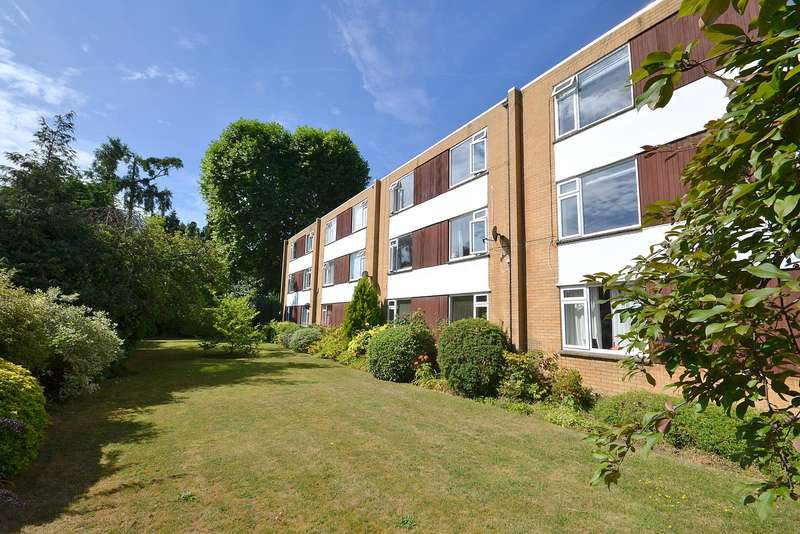 3 Bedrooms House for sale in Walton on Thames
