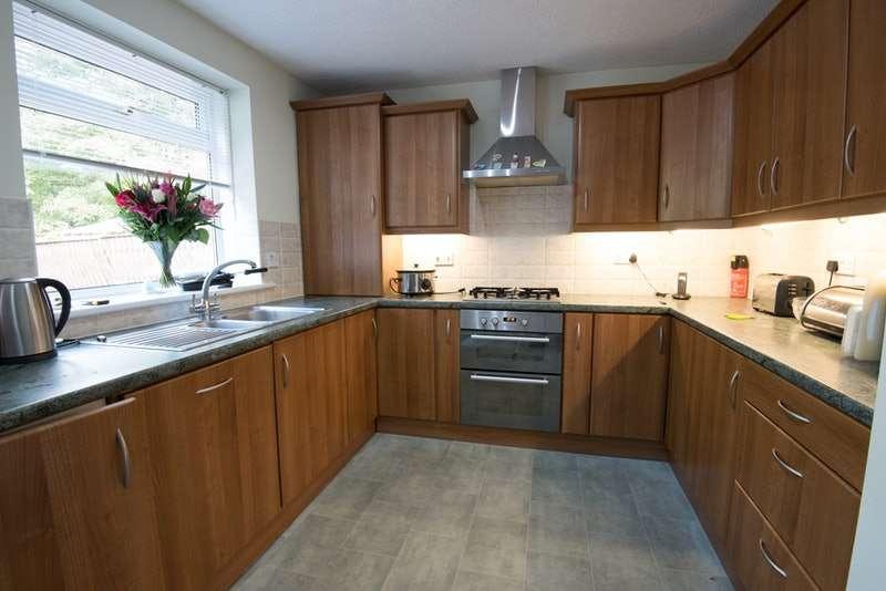 3 Bedrooms Bungalow for sale in Glengavel Gardens, Wishaw, Lanarkshire, ML2