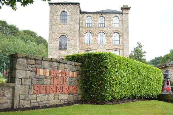 2 Bedrooms Flat for sale in Waterside Road, Summerseat, Bury
