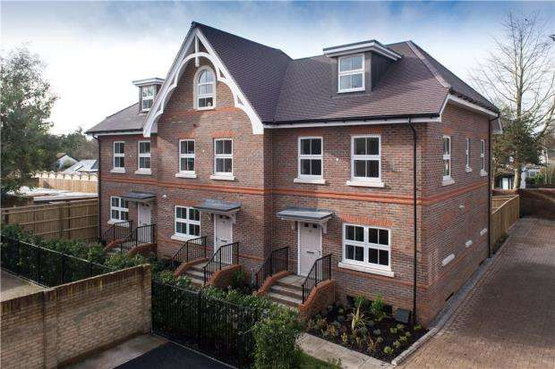 3 Bedrooms End Of Terrace House for sale in Lower Cookham Road, Maidenhead