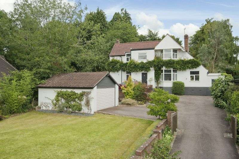 4 Bedrooms Detached House for sale in Wyatts Road, Chorleywood, Hertfordshire, WD3