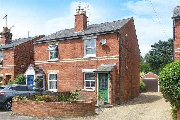 2 Bedrooms Semi Detached House for sale in Davis Way, HURST, Berkshire