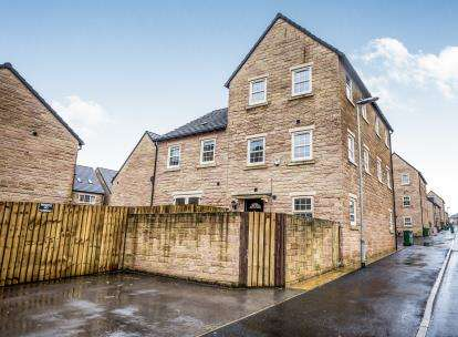 2 Bedrooms End Of Terrace House for sale in Norfolk Avenue, Huddersfield, West Yorkshire
