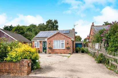 3 Bedrooms Bungalow for sale in Toftwood, Dereham, Norfolk