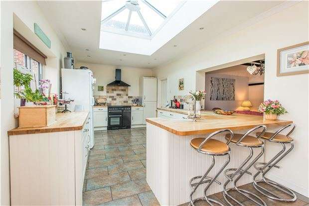 4 Bedrooms Semi Detached House for sale in Derry Downs, ORPINGTON, Kent, BR5 4DU