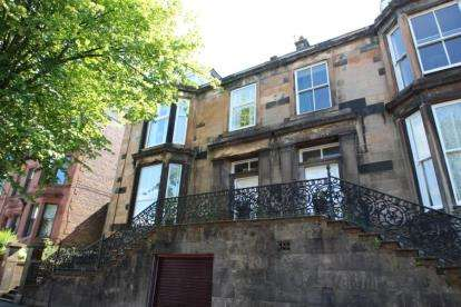 3 Bedrooms Flat for sale in Newton Street, Greenock
