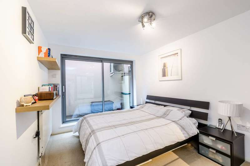 2 Bedrooms Flat for sale in York Way, Islington, N7