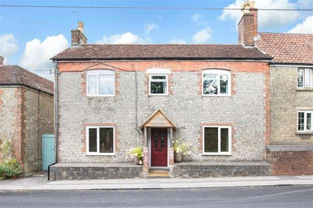 4 Bedrooms Semi Detached House for sale in Boreham Road, Warminster