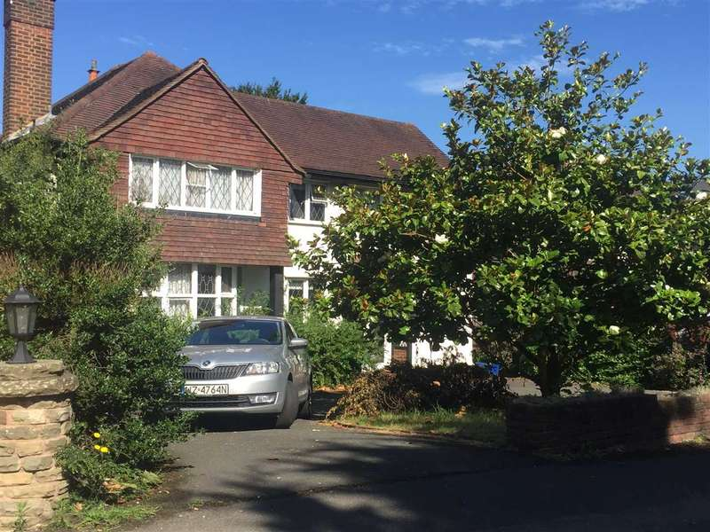 4 Bedrooms Detached House for rent in New Forest Lane, Chigwell
