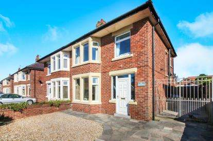 3 Bedrooms Semi Detached House for sale in Banbury Road, St. Annes, Lancashire, FY8