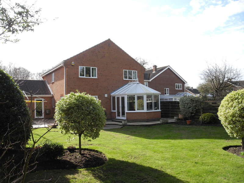 4 Bedrooms Detached House for sale in The Woodlands, Lowestoft