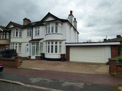 3 Bedrooms End Of Terrace House for sale in Barking, Essex