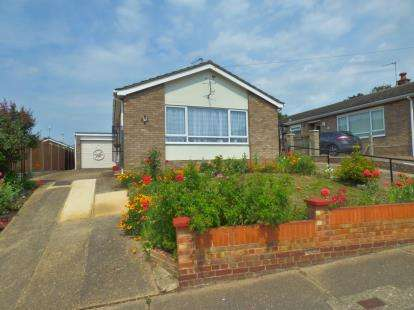 3 Bedrooms Bungalow for sale in Colchester, Essex