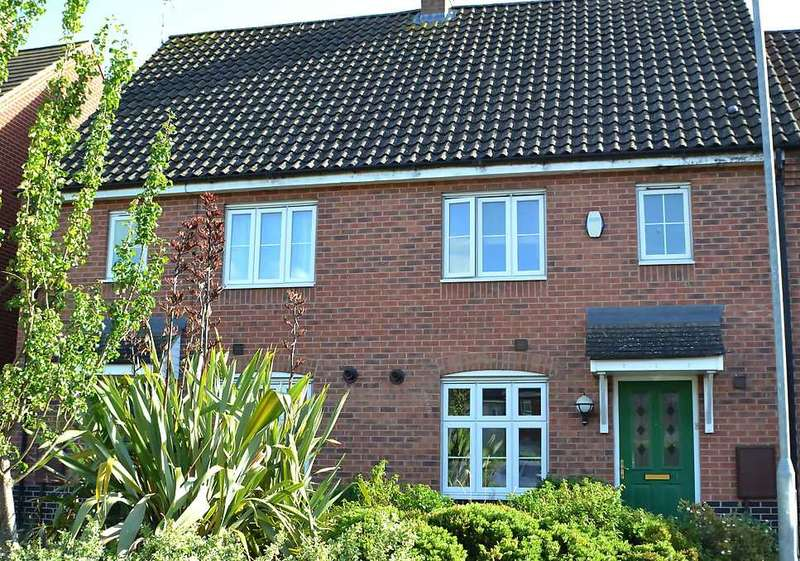 3 Bedrooms Terraced House for sale in Beechan Drive, King's Lynn