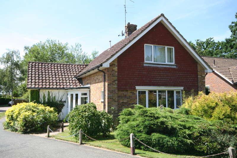 3 Bedrooms Chalet House for sale in Billingshurst