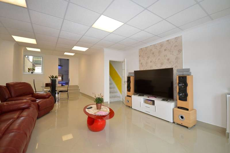 4 Bedrooms Terraced House for sale in Grasmere Road, Central