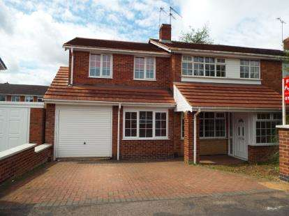 4 Bedrooms Semi Detached House for sale in Ashton Close, Wigston, Leicestershire